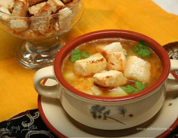 Гороховый суп с копченостями и гренками