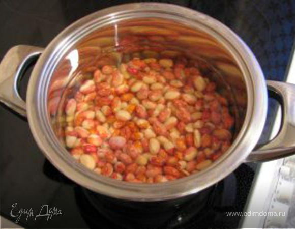 Свинина с фасолью и помидорами