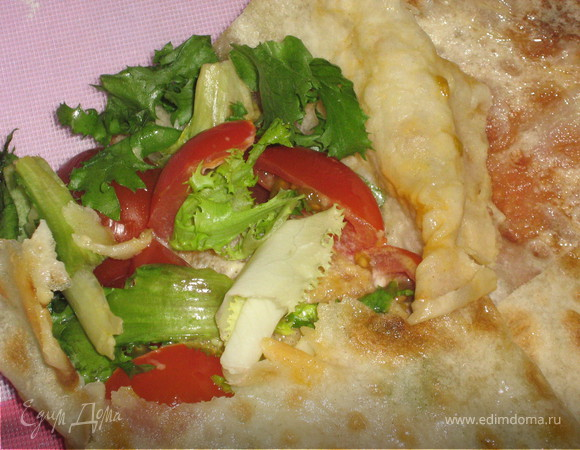 Бутерброд с курицей и салатом Фриссе