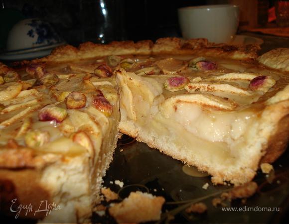 Тарт с яблоками и медовой заливкой
