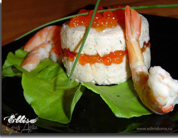 Тимбаль из красной рыбы с икрой,креветками и сливочным сыром