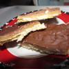 Печенье с карамелью, шоколадом и орехами