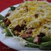 Салат со шпинатом, грибами и копченой грудинкой
