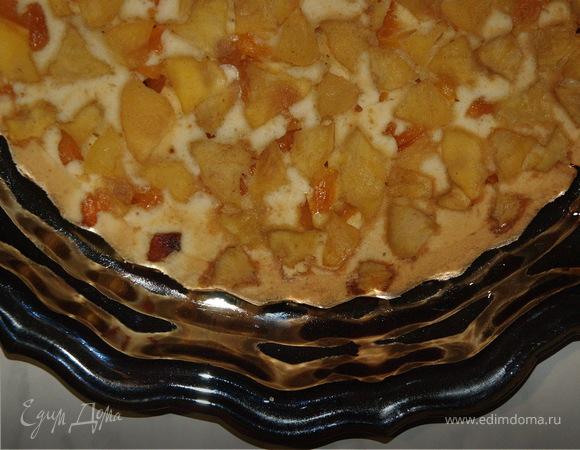Бисквит с яблоками, курагой и корицей