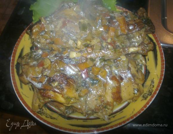 Ароматный кролик в сливочном соусе с сухими овощами и зеленью