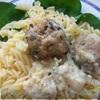 Тефтели с сыром и шпинатом под молочно-сливочным соусом