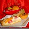Пирог с абрикосами и черешней
