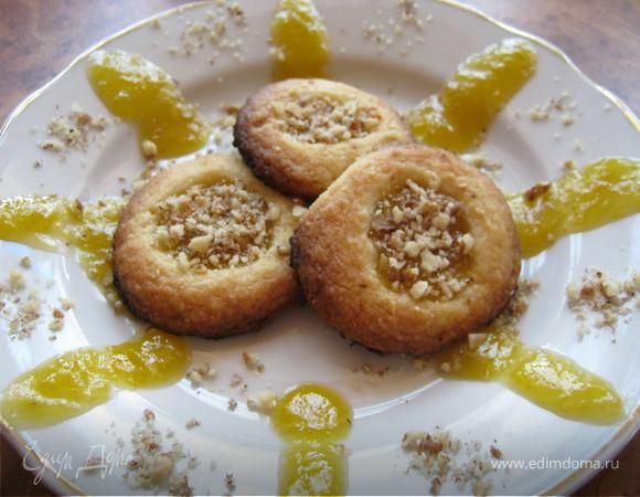 Печенье с джемом и орехами.