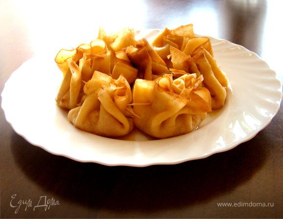 Блинчики с карамелизованными яблоками