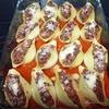Гратен из ракушек с острым мясным соусом
