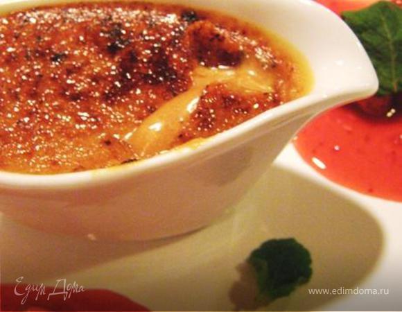 Крем-брюле с малиново-клубничным соусом