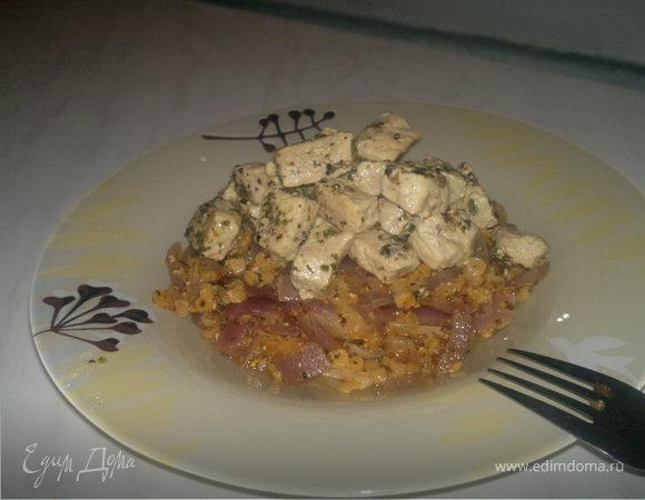 Густая чечевичная похлебка с луком и горчицей и тушеная свинина по-деревенски.