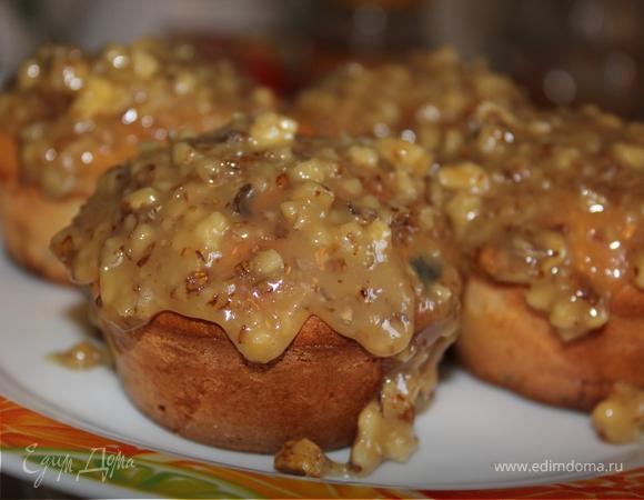 Маффины с яблоком и изюмом с медово-ореховой глазурью