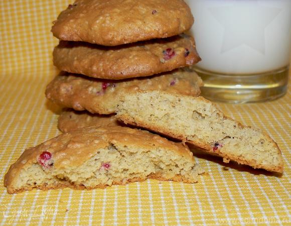 Овсяное тыквенное печенье с красной смородиной