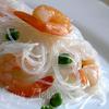 Фунчоза с креветками и зеленым горошком