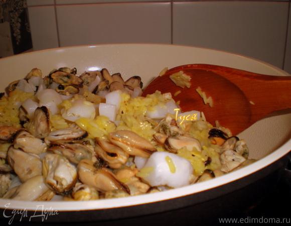 Желтое ризотто с морепродуктами
