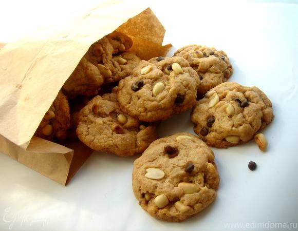 Печенье с арахисовым маслом, арахисом и шоколадными каплями