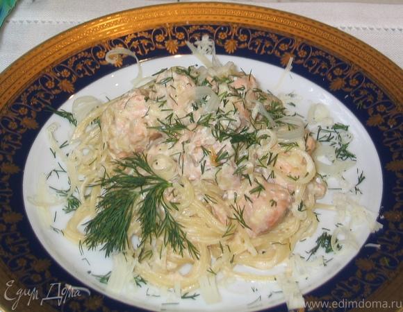 Спагетти в сливочно-сырном соусе с семгой
