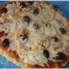 Пицца с колбасой и пицца с морепродуктами