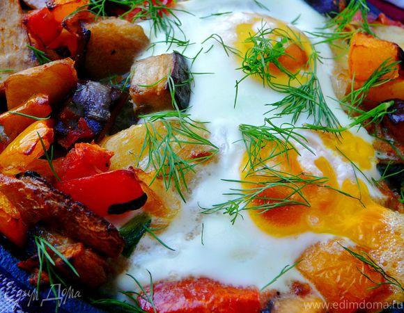 Картофель с шампиньонами и яичницей