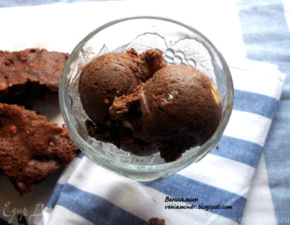 Шоколадное мороженое с брауни