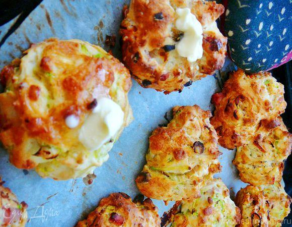 """Пышное печенье """"Ассорти"""" с сыром, ветчиной, маслинами, кабачком и пореем"""