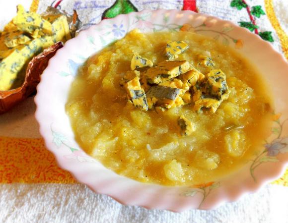 Тыквенно-яблочный суп с имбирем и сыром
