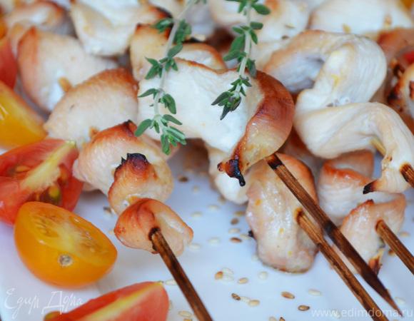 Крученая курица на шпажках в апельсиново-имбирном соусе