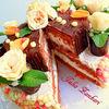 Торт шоколадно-сливочный со съедобными розочками