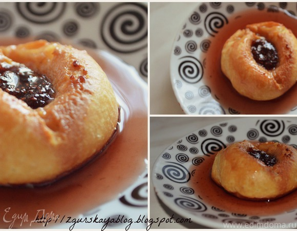 Заварные пирожные эклеры с клубничным сиропом