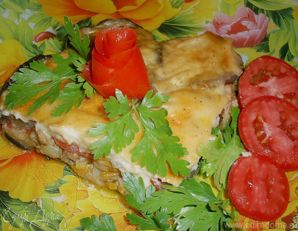 Запеканка из баклажанов с мясом и овощами под сырным соусом