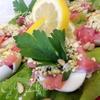 Яичная закуска с лососем и соусом песто