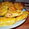 Пресные витые плюшки с сосисками и сыром от Мирьяма Байле