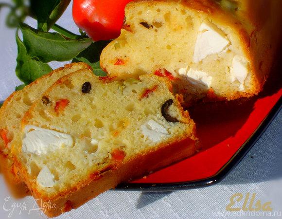 Кекс с маслинами, оливками, фетой и паприкой