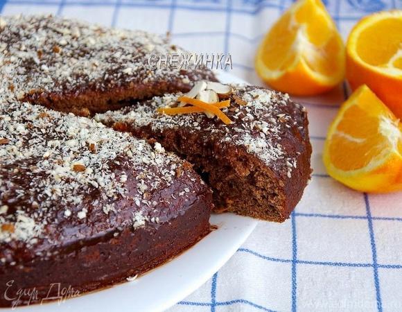 «Безумный» шоколадно-банановый пирог с шоколадно-апельсиновой глазурью