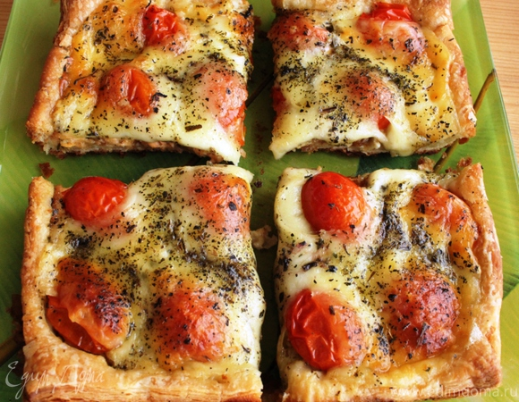 Тарт с семгой, помидорами черри и моцареллой