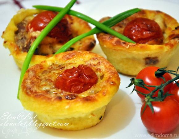 Картофельная запеканка с мясом, сыром и помидорами черри