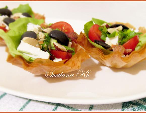 Салат в корзинках из теста юфка