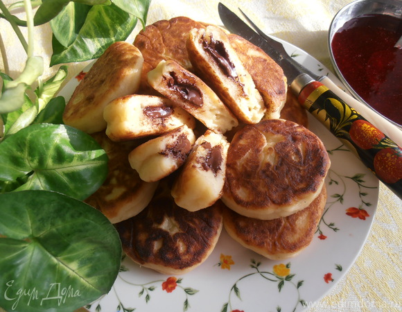 Сырники с шоколадным вулканчиком - праздничный завтрак