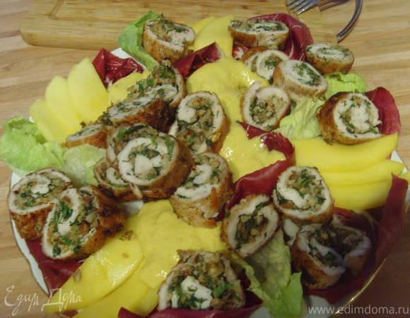 Куриные рулеты под манговым соусом с брусками поленты