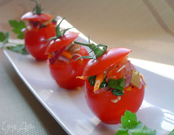 Помидоры, фаршированные овощами