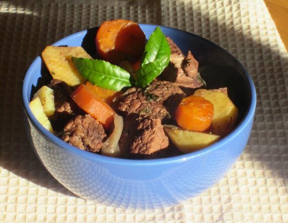 Мясо, тушенное с горьким шоколадом
