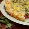 Воздушный пирог с луком-пореем и голубым сыром