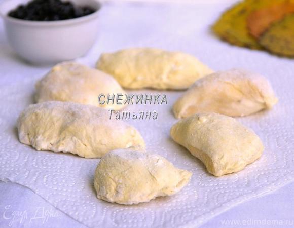 Вареники из картофельно-тыквенного теста с начинкой из рикотты и вишни