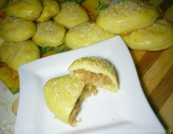Картофельные пирожки с начинкой из квашеной капусты