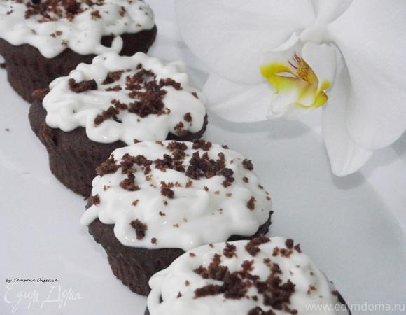 Шоколадные капкейки с кремом из сливочного сыра