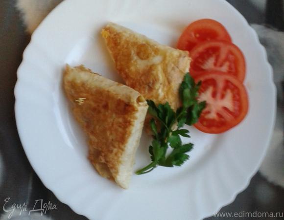Жареный лаваш с сыром и зеленью