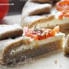 Цельнозерновая галета с фетой и помидорами