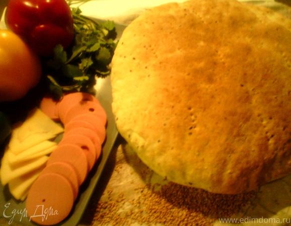 Хлеб из семолины с бурым льном, кунжутом и семечками подсолнуха.