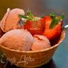 Клубничное мороженое с коричневым сахаром
